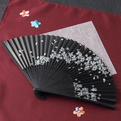 300年の伝統を受け継いだ近江扇子 桜