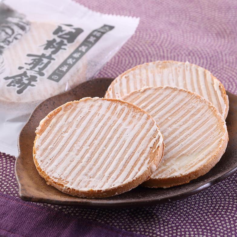 臼杵煎餅の「平」は厚焼きの煎餅です。臼杵煎餅・平 後藤製菓・大分県
