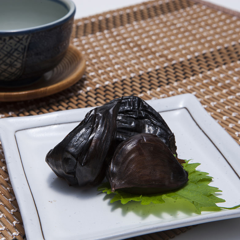 温暖な知多半島で育てたこぶし大のジャンボニンニクを丸ごと味わう いきなのジャンボ黒にんにく 有限会社ヤマセイ造園・愛知県