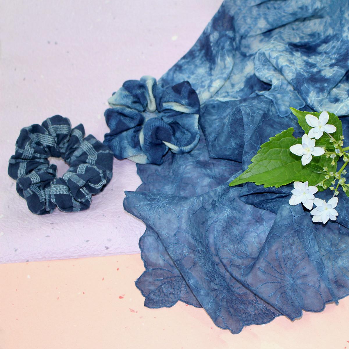 天然藍染レースハンカチ(2L)とシュシュのセット 藍染工房染屋たきうら・岩手県
