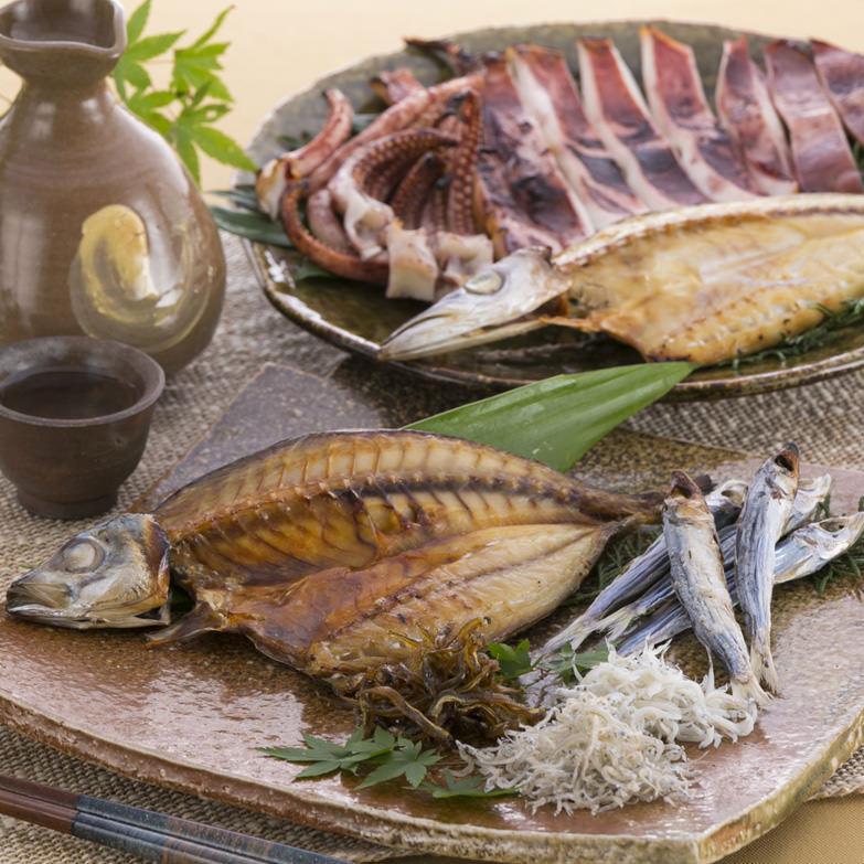 鮮度と塩にこだわった、ちりめんじゃこと干物の数々 特選磯の香りセット 松村海産・高知県