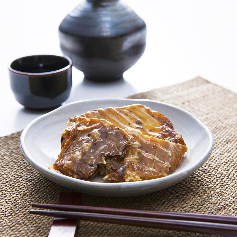 さかなボーン 真鯛 スマル水産株式会社 静岡県 焼津伝統のスモーク技術「焙乾」と独自の技術で真鯛の骨をやわらかく仕上げました。