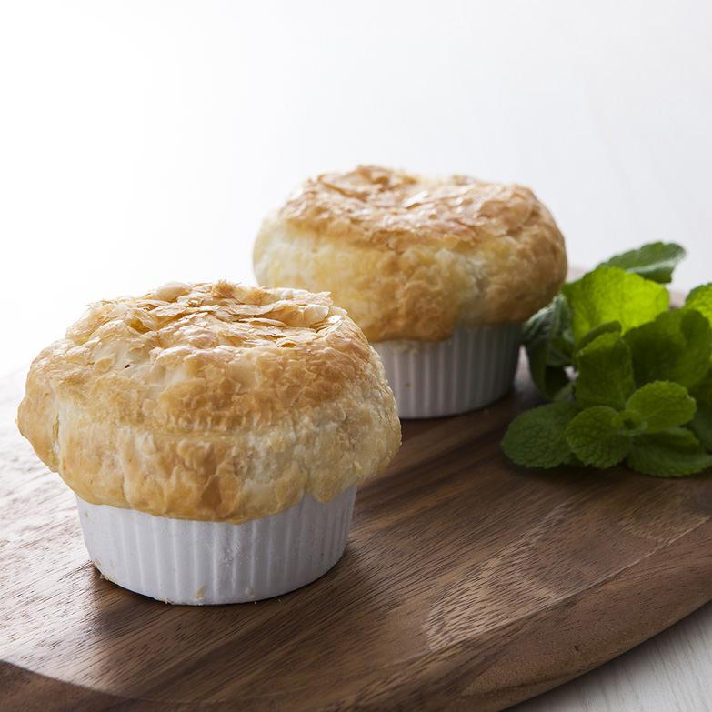 近江牛のポットパイ(2個入り) 株式会社カルネ・ジャパン 滋賀県 トロトロに煮込んだ近江牛をサクサクのパイで贅沢に包みました。
