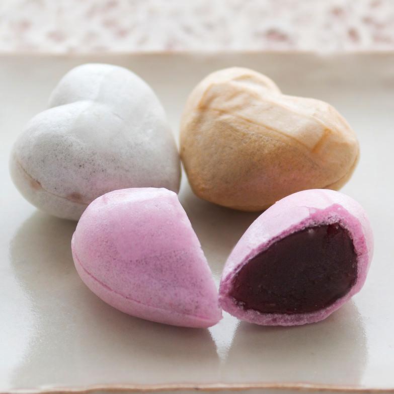 木苺最中(風呂敷付き) 光新堂 秋田県 五城目産の木苺を使ったハート型のかわいい最中。