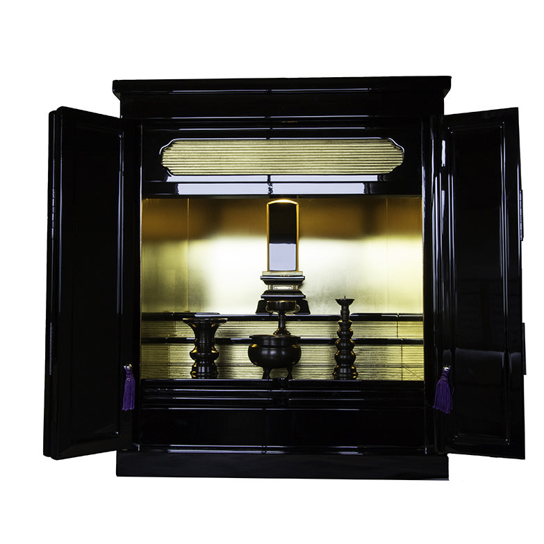 御位牌用仏壇 こまち�U 株式会社うえさか 秋田県 モダンな形と、本物の金箔の光を活かした小型のご位牌用仏壇です。