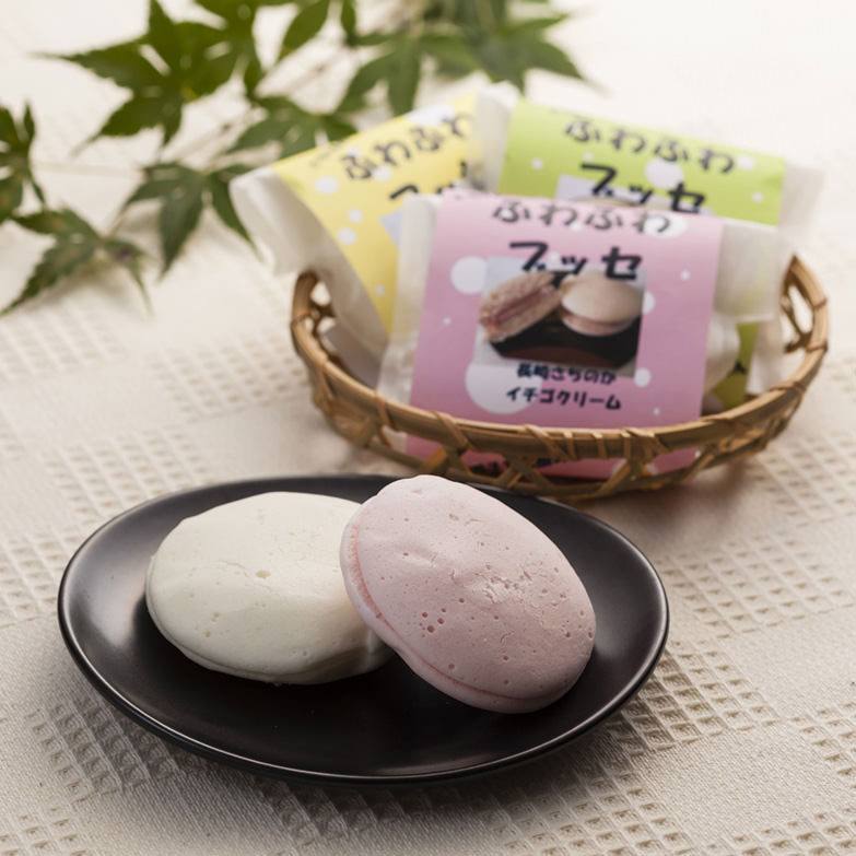 ふわふわブッセ  株式会社菓団 岩手県 やさしくふわふわに蒸し上げた生地に3種類のクリームをサンドしました。