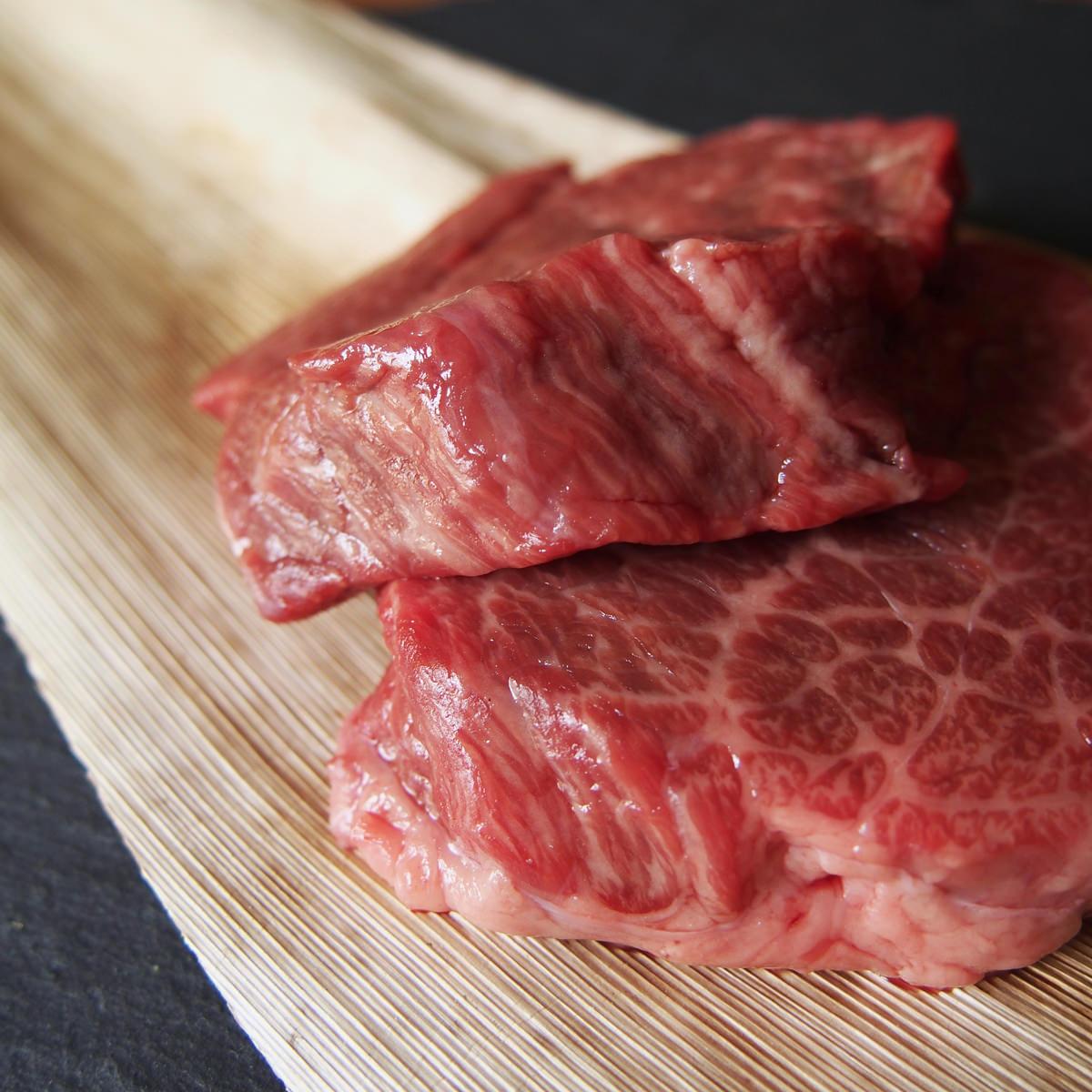 丸福商店 飛騨牛グリルカットステーキ 部位おまかせ 切り落とし モモ肉 肩肉 リブロース肉〔200g〕