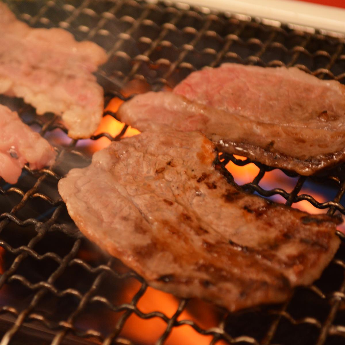 松阪まるよし 松阪牛 焼肉用 肩ロース 〔肩ロース300g〕三重県