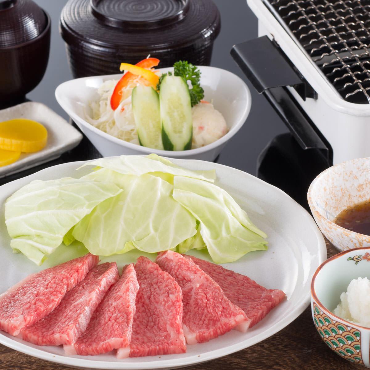 松阪牛 焼肉用 肩ロース 木箱入 贈答用 〔500g〕 牛肉 三重 松阪まるよし