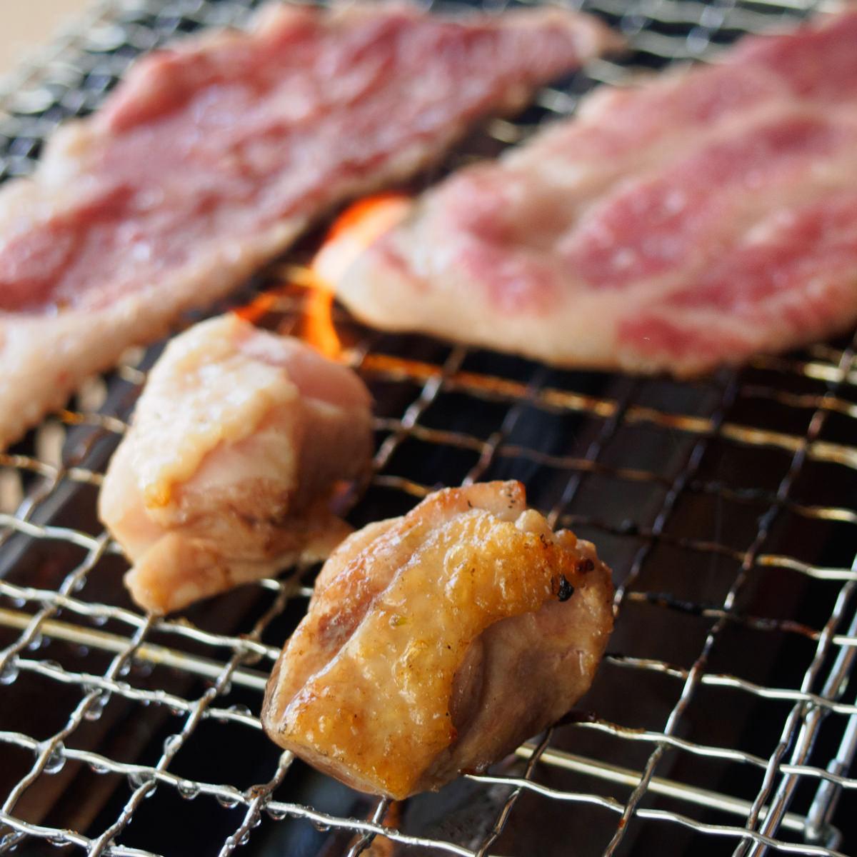 前田牧場のファーマーズBBQ焼肉セット2〜3人前800g〔牛豚鶏肉70g×各2他全5種、焼肉のたれ30g×2〕栃木県 みんなの会社