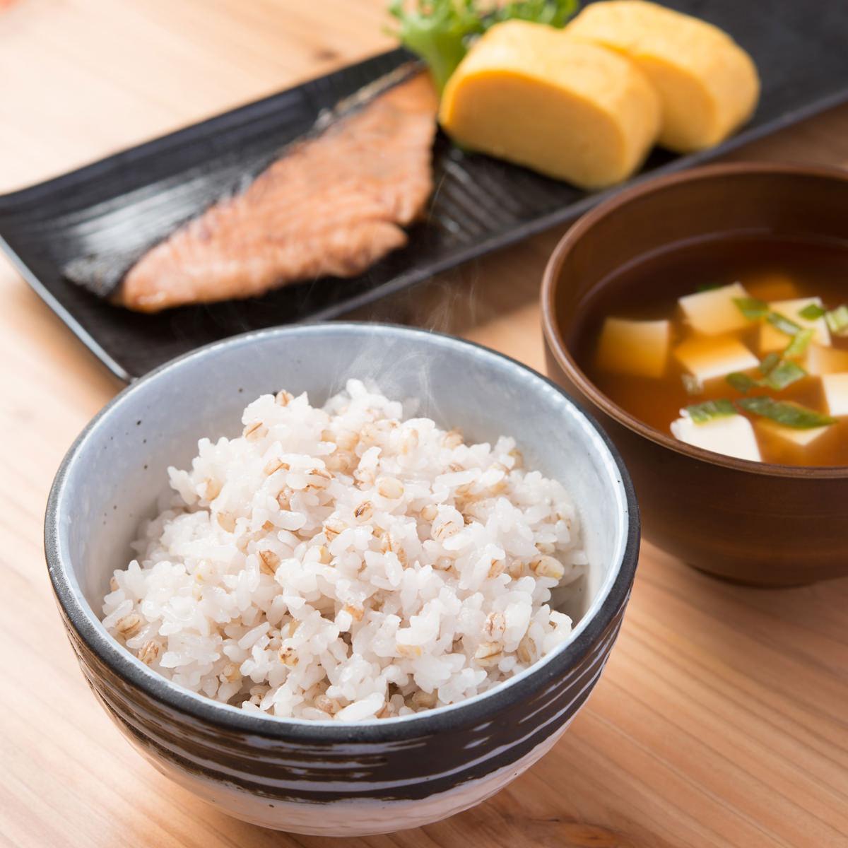 まんでがん 国産ブランドもち麦 お得用 2kg 香川県産 讃岐もち麦 ダイシモチ〔1kg×2〕