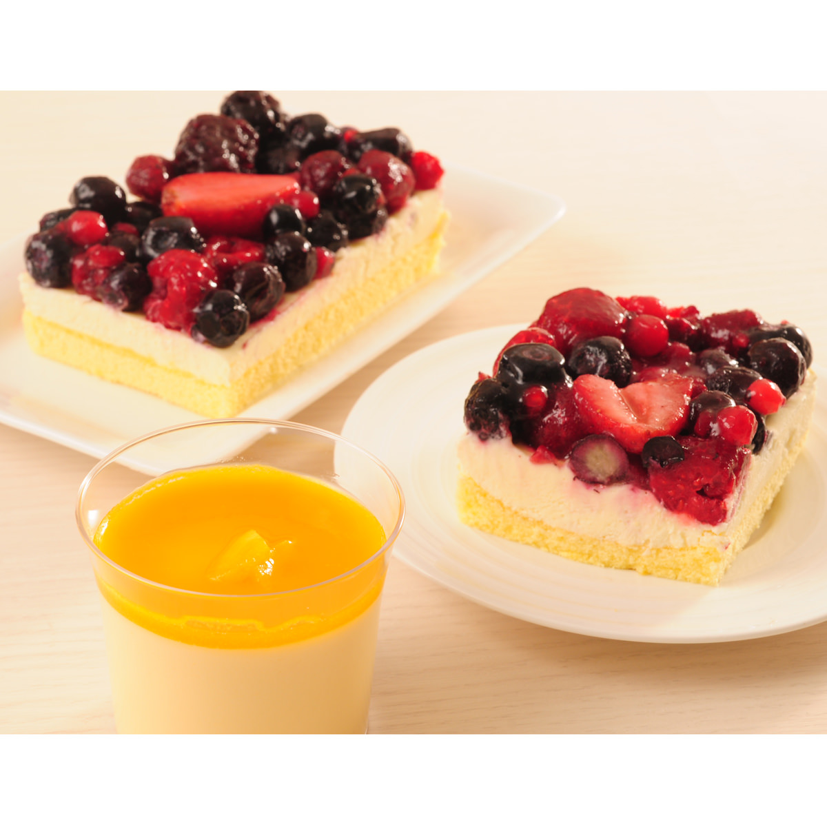 5種のベリー贅沢レアチーズケーキ・マンゴープリン 〔レアチーズケーキ×1、マンゴープリン100g×5〕 北海道 洋菓子