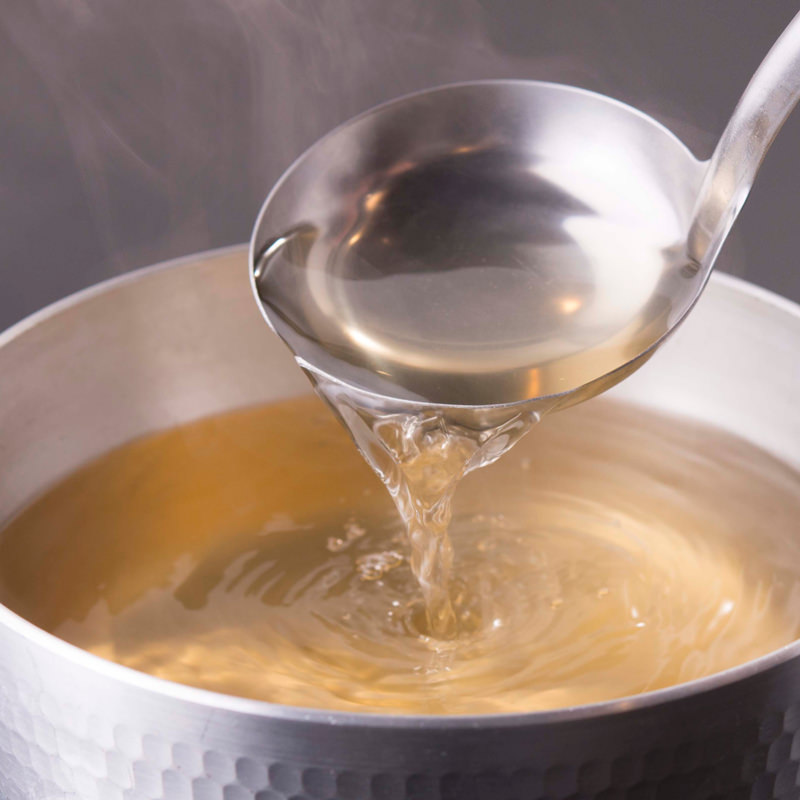 〈 鮭ぶし入りかつおふりだし 〉   50パック入×2袋 手火山造りの万能和風だし!   株式会社美味香・北海道
