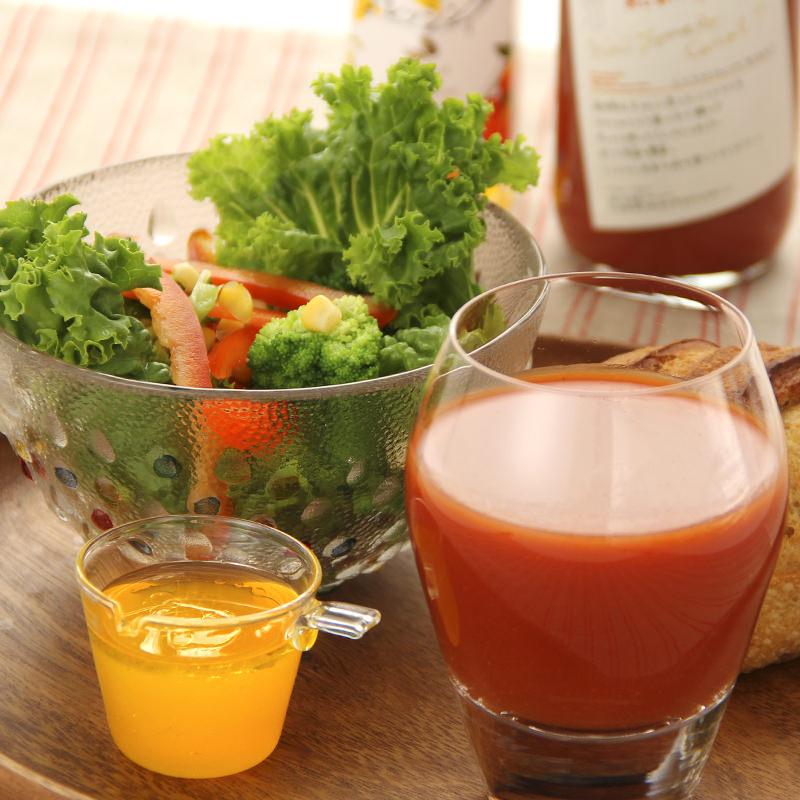 ミニトマトジュースとドレッシングのセット〔トマトジュース360ml×2本、オレンジドレッシング150ml×3本〕