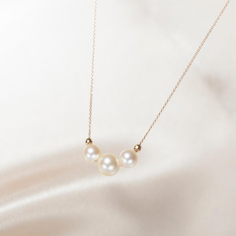 3珠真珠ペンダント(ゴールド) 佐藤真珠株式会社 愛媛県 希少性も高いゴールド真珠の存在感と、気品ある輝き