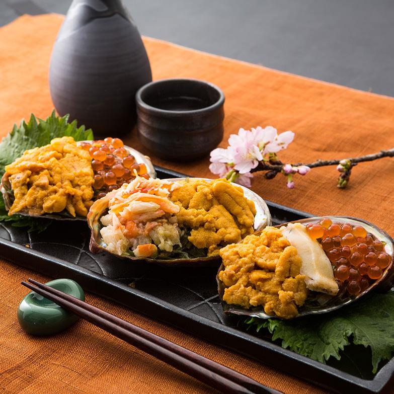 割烹金剛謹製 海鮮珍味「磯の誉」 株式会社GMK 青森県 あわびの貝殻に三陸産めかぶと雲丹、いくら、蟹などを盛り付け