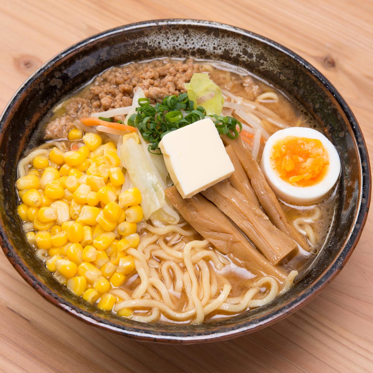 厳選した小麦粉(一等粉)100% 北海道らーめん 2種4食〔生麺120g×4 スープ(醤油・味噌)×各2〕