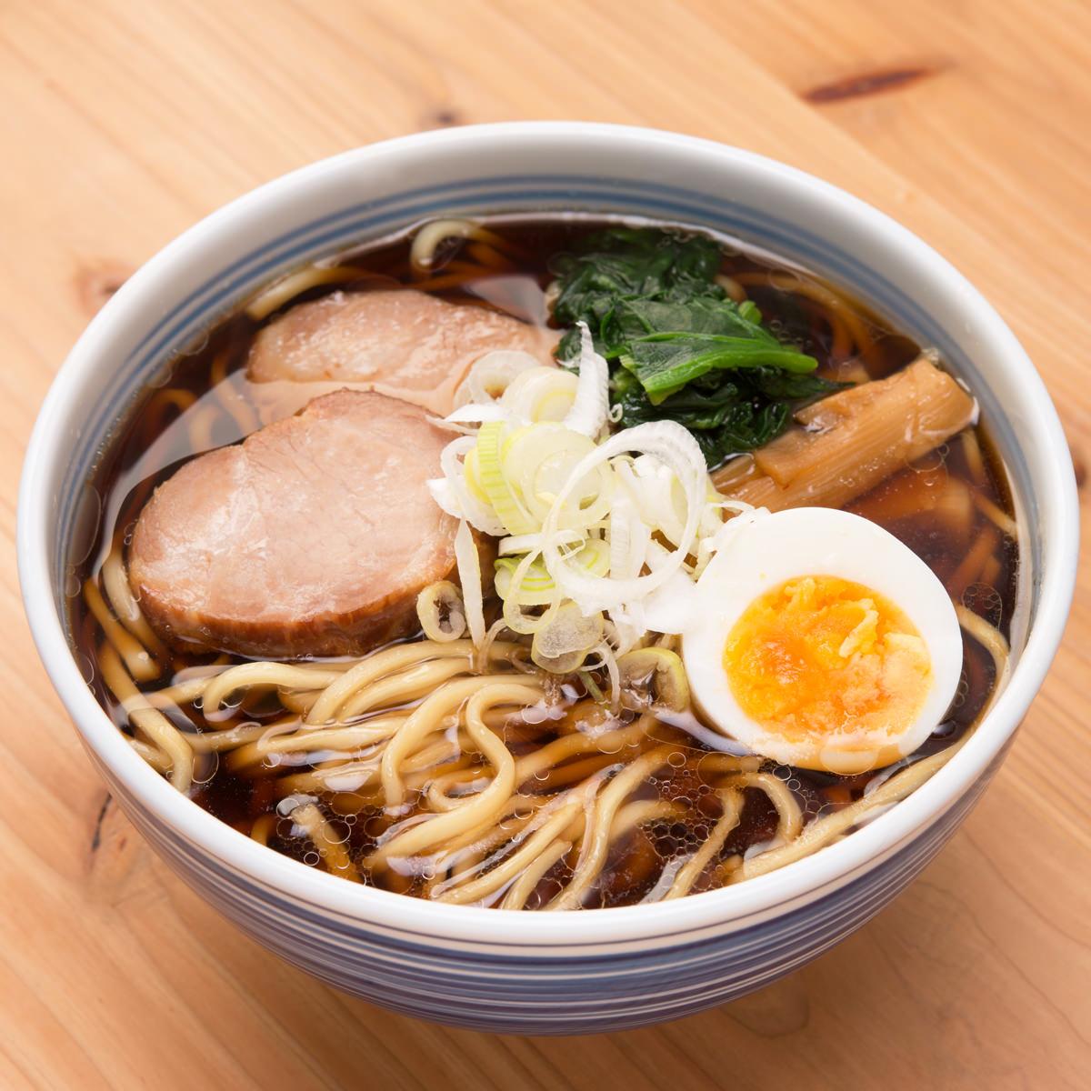 厳選した小麦粉(一等粉)100% 北海道らーめん 醤油 4食〔生麺120g×4・スープ(醤油)×4〕