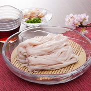 稲庭さくらうどん 株式会社アルク 秋田県 手綯いで一本一本ていねいに仕上げた麺に桜の葉を練りこんだ桜色の美しいうどん