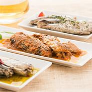 平成24年度農林水産省食料産業局長賞受賞のオイルサーディンをはじめ、人気の3種をセットにしました。一本釣りうるめいわし3種サーディン詰合せ 企業組合 宇佐もん工房・高知県