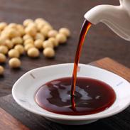本醸造しょうゆにかつお節のだしをブレンドした風味豊かな醤油です。かつお醤油3本セット(K3-245) 富士甚醤油株式会社・大分県