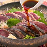 厳選した鰹をわら焼きで香ばしく風味豊かに焼きあげた「おらんくたたき」2本入 土佐海・高知県