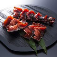 三陸沖産の鮭の半身に食べやすく切れ目を入れた鮭とば 波形カット 金波とば 有限会社八戸珍味・青森県