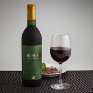 北海道を代表するツヴァイゲルト・レーベ種の遅摘葡萄から醸造された 2014遅摘みツヴァイゲルト 北海道ワイン株式会社・北海道