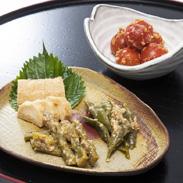 十勝の恵み 旬野菜の味噌漬 赤樽入り 渋谷醸造 北海道 十勝の大地で育てられた新鮮な旬野菜の旨みを無添加味噌で引き出しました。