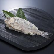 ふなずし 飯魚 滋賀県 特大サイズの琵琶湖固有種ニゴロブナを頭から尻尾までまるごと漬け込みました。