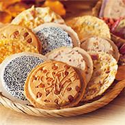 バラエティパック 株式会社小松製菓 岩手県 南部せんべいから、トッピングタイプのせんべい、人気のクッキータイプの詰め合わせ。