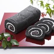 韮山反射炉大砲ロール 有限会社つず美湯元園 静岡県 南伊豆の食用竹炭パウダーを練り込んだ、しっとりふわふわ食感の真っ黒なロールケーキ。