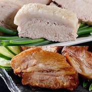 「まっくろ」と「まっしろ」煮豚 お得な4本セット 三代目肉工房 松本秋義 | 株式会社吉田ハム工場・静岡県