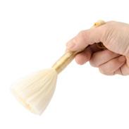 柔らかブラシで、お肌を優しく撫でるだけ シルクフェイシャルブラシ | シルク工房GM・群馬県