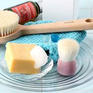 天然高級山羊毛が毛穴汚れを優しくかきだす〈 洗顔ブラシ 〉桃 | 有限会社瑞穂・広島県