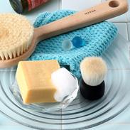 天然高級山羊毛が毛穴汚れを優しくかきだす〈 洗顔ブラシ 〉黒 | 有限会社瑞穂・広島県