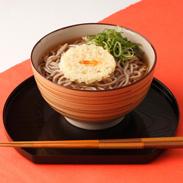 深い色合いと風味豊かな蕎麦粉を厳選〈 天ぷらそば 〉 | 株式会社丸光製麺・岩手県