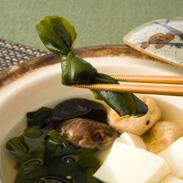 煮物に欠かせない 柔らかな食感と磯香〈 湯通し塩蔵 早煮こんぶ 〉 | ヤマセ��橋水産・宮城県