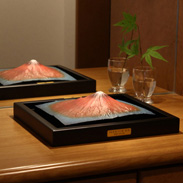 葛飾北斎の かの有名な赤富士がモデル 第二景 赤富士 額装モデル | 株式会社謙信・東京都