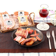鹿児島産の豚肉・国産の桜のチップ使用  豚とろハム・バラエティーセット