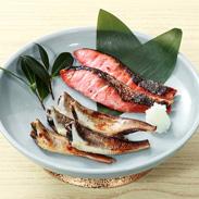 神の魚ハタハタと紅鮭麹漬 神の魚物語り(白桐)
