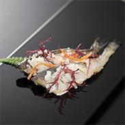 ハタハタ一匹・切りずしセット 株式会社鈴木水産 秋田県 秋田名産ハタハタと地元産のお米などで漬けたなれずしセット