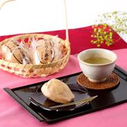 青森県産のりんごの果肉を練りこんだ餡がたっぷり。りんご最中16コ入 お菓子処つしま堂・青森県
