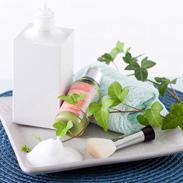 やさしい肌触りで、部分洗いにも最適 マッサージ感覚で使う洗顔ブラシ