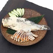 鮒丸ごとを贅沢に熟成した 見た目も豪華な逸品 鮒寿司丸ごと姿
