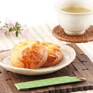 自慢の生地を絶品クリームに合わせた 手作りの逸品 チーズ饅頭16個入