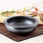 麺・ピザ生地が美味しい食材に仕上がる 石見焼 手作り麺こね鉢25.5黒