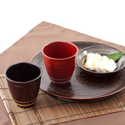 記念日の贈り物に 和らぎフリーカップペア ライン(黒・吟朱)