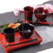 伝統の技術を惜しげもなく込めた逸品 「伝」山中塗 カップ&汁椀ペアセット