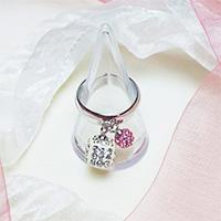 エリズ・オリジナルデザイン スィングクリスタルリング (白サイコロ+淡ピンク玉)